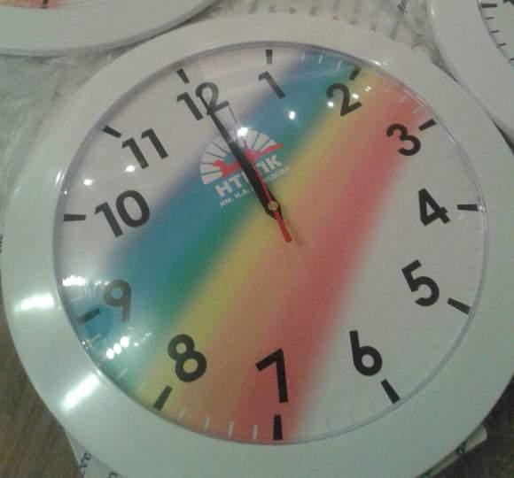 Часы с логотипом фирменные и с брендом