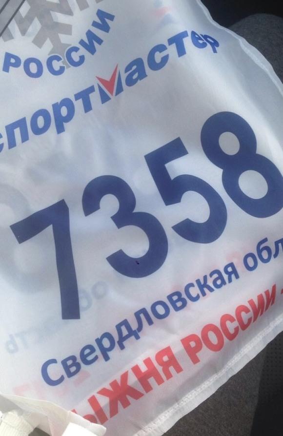 Доставка одежды и манишек с нанесением логотипа по РФ
